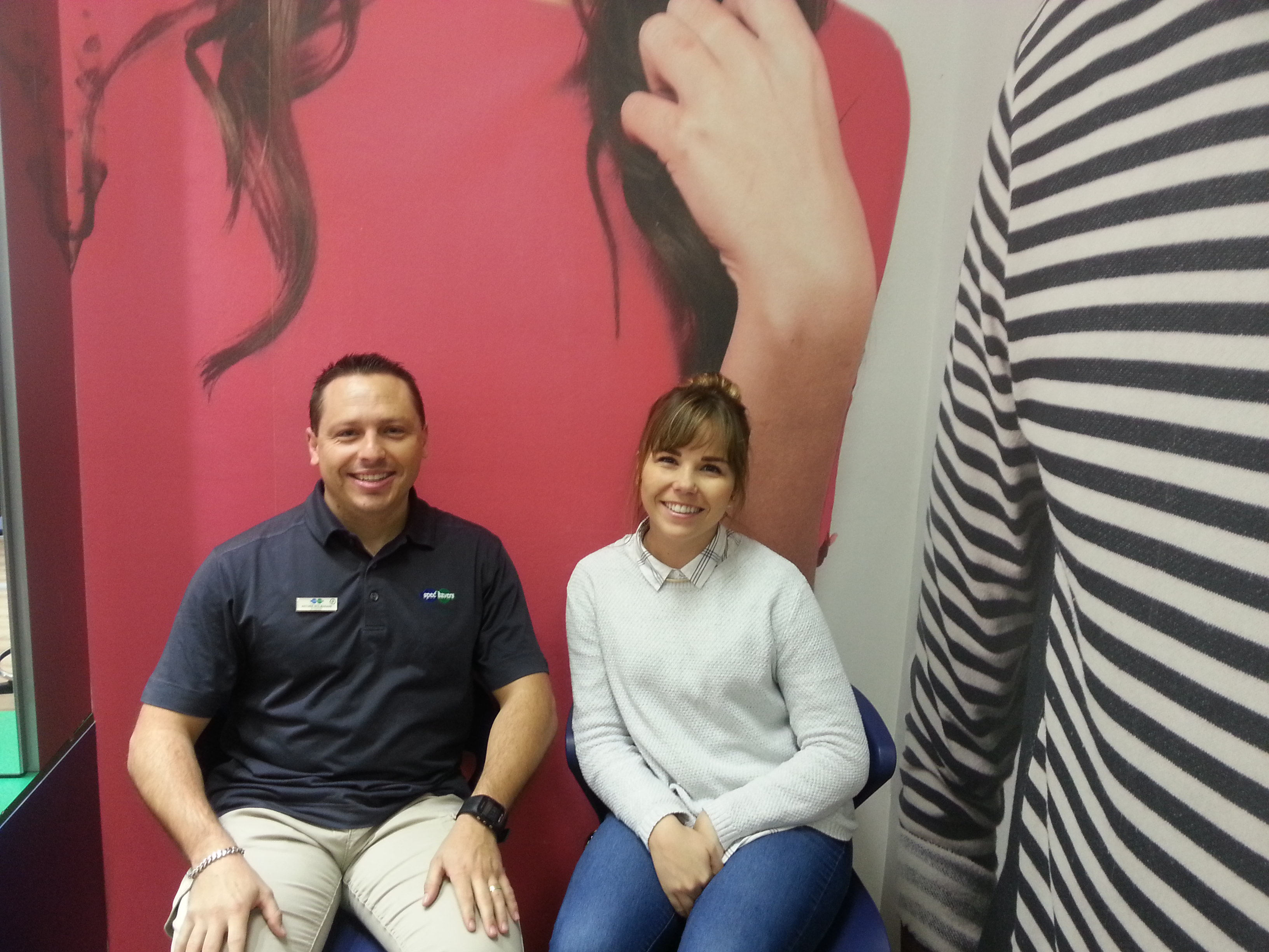 Franchisee/Optometrist Antonie Wolmarans and Optometrist Sharlize Potgieter sitting in the waiting area
