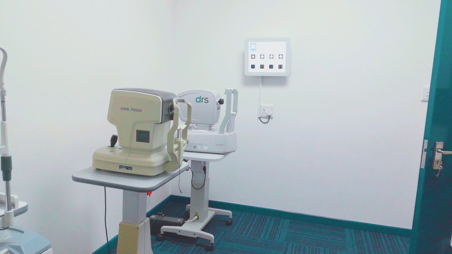 Latest technology - Digital vision chart, Auto-Refractor and Fundus camera