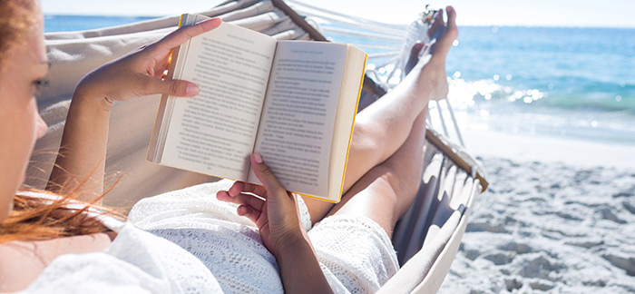 5 Books to pack into your stylish tote this holiday